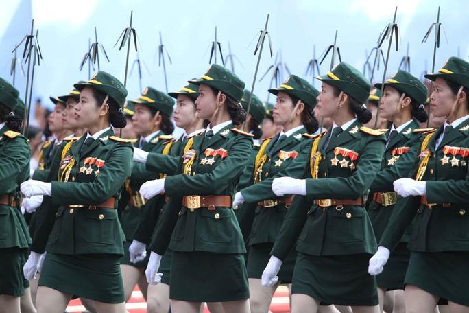 Khối nữ chiến sĩ thông tin