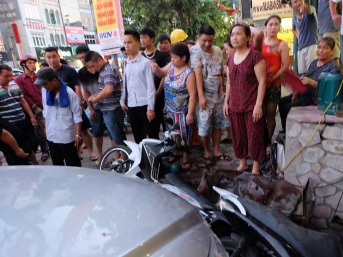 Người dân bàng hoàng trước vụ tai nạn bất ngờ