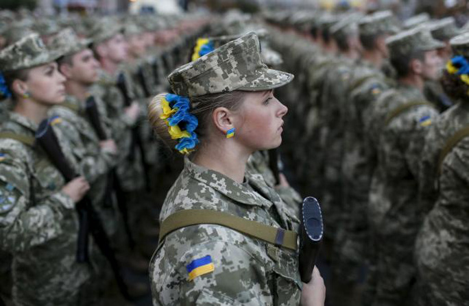 Binh lính Ukraine diễn tập duyệt binh hôm 20-8 để chuẩn bị cho Quốc khánh. Ảnh: Reuters
