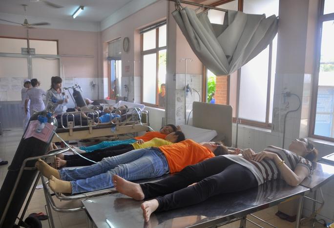 Hàng chục công nhân được cấp cứu tại Bệnh viện quận 9 nghi ngửi phải khi độc
