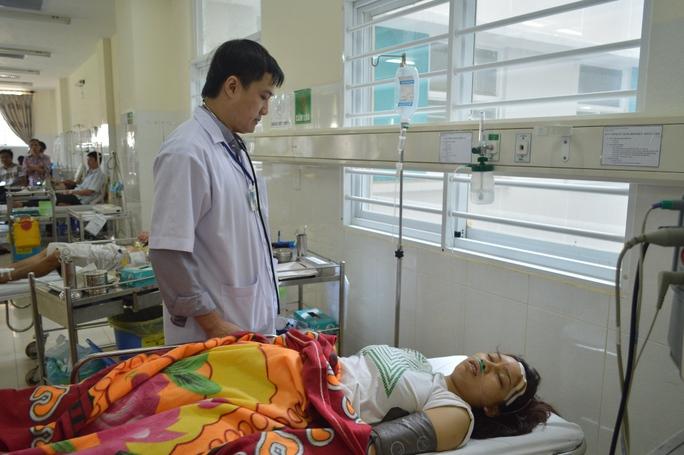 Chị Cúc được chuyển lên cấp cứu tại Bệnh viện Đa khoa Thiện Hạnh