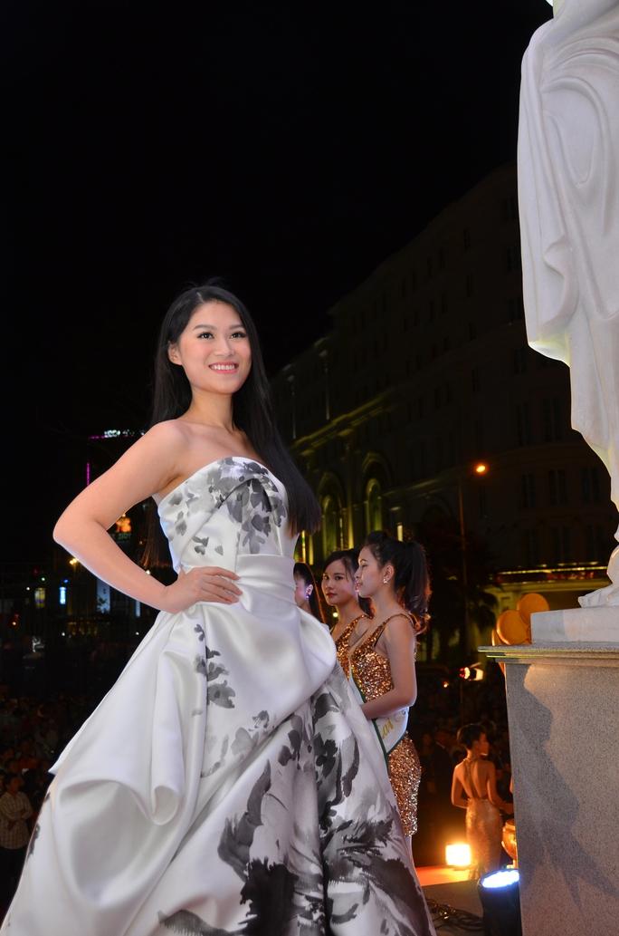 Những trang phục đẹp, độc của sao tại Mai Vàng 2014 - Ảnh 5.