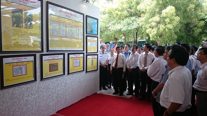 Rất đông cán bộ công chức, người dân trong tỉnh Ninh Thuận xem triển lãm khẳng định chủ quyền Hoàng Sa, Trường Sa là của Việt Nam