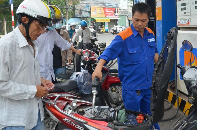 Điều hành giá xăng dầu đúng quy định là một trong những nguyên nhân giúp Petrolimex lãi khủng