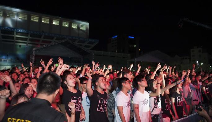 """Phạm Anh Khoa làm mưa nhân tạo, """"phá"""" cùng khán giả"""