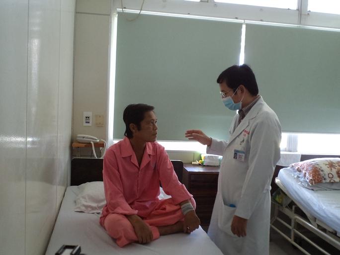 Anh Nguyễn Văn Vọng được ghép thận từ người cho ngưng tim.