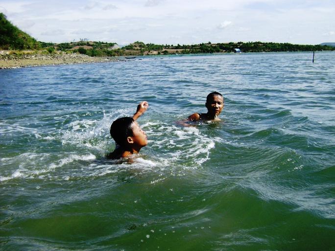 không được quản lý chặt chẽ, nhiều học sinh Phú Yên rủ nhau ra sông suối tắm, dẫn dẫn đến chết đuối