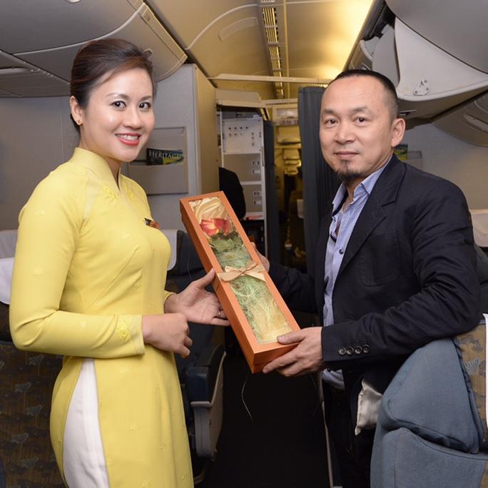 và nhạc sỹ Quốc Trung có mặt trên chuyến bay đặc biệt giữa Hà Nội - TP HCM của Vietnam Airlines