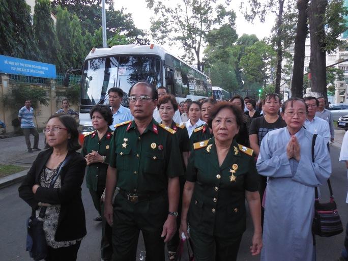 Đông đảo khán giả, cựu chiến binh đã đến tiễn đưa nhạc sĩ Phan Huỳnh Điểu sáng 3-7