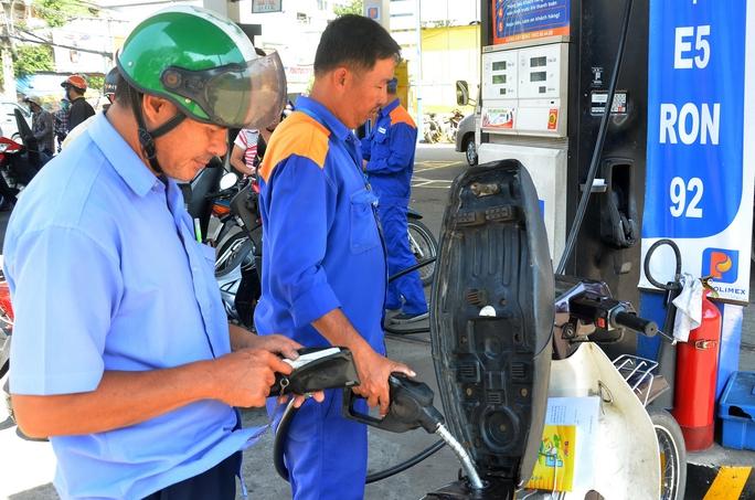 Toàn TP HCM hiện mới có 58/510 cửa hàng có bán xăng E5  Ảnh: Tấn Thạnh