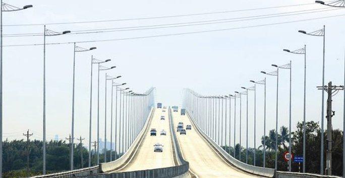 Việt Nam đang cố gắng đầu tư cơ sở hạ tầng để đáp ứng nhu cầu của nền kinh tế. Ảnh: MINH KHUÊ