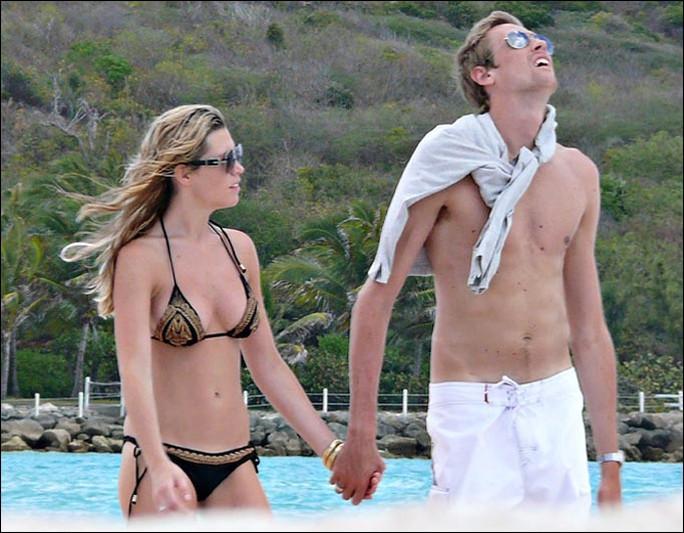Peter Crouch và vợ trong một lần đi nghỉ mát