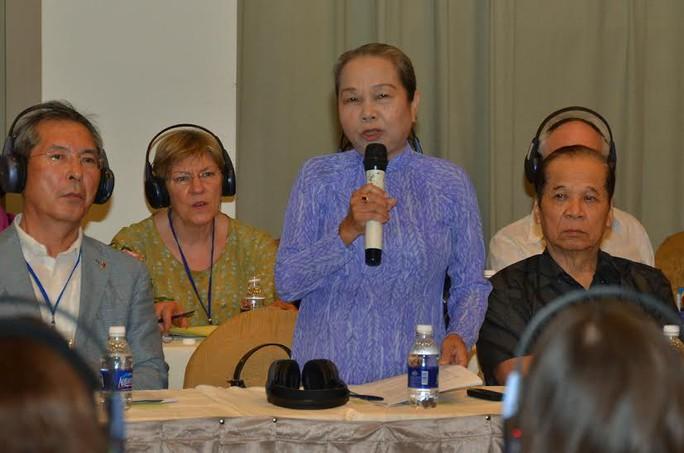 BàHoàng Thị Khánh-Trưởng ban liên lạc Cựu tù chính trị và Tù binh TPHCM kể lại những ngày tháng ác mộng phải trải qua tại nhà tù Côn Đảo. Ảnh: Tấn Thạnh