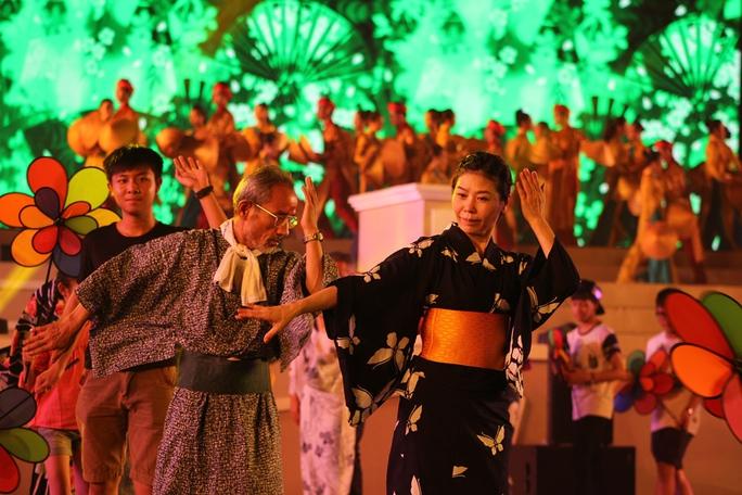 Đoàn nghệ thuật Nhật Bản giao lưu tại lễ hội
