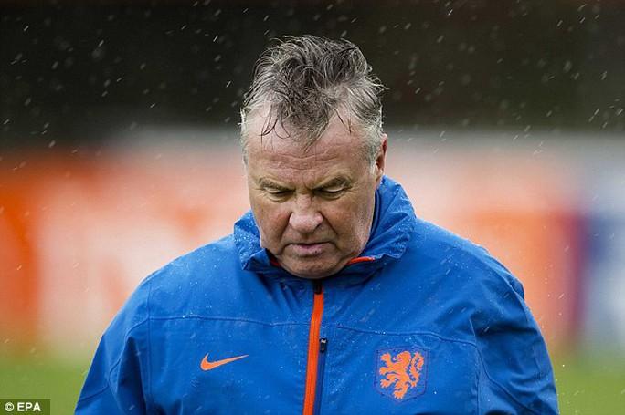HLV Hiddink gây bất ngờ với quyết định từ chức của mình