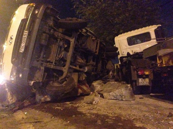 Hiện trường xe đầu kéo tông xe tải làm một chiến sĩ CSGT chết tại chỗ