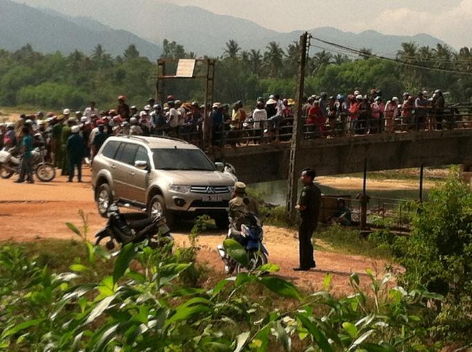 Bí thư huyện Hoài Nhơn chết bất thường trong xe con
