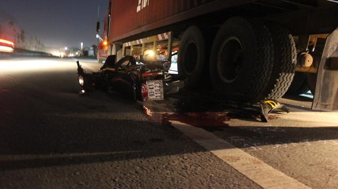 Hiện trường vụ tai nạn giao thông làm 1 thanh niên tử vong đêm 29-5