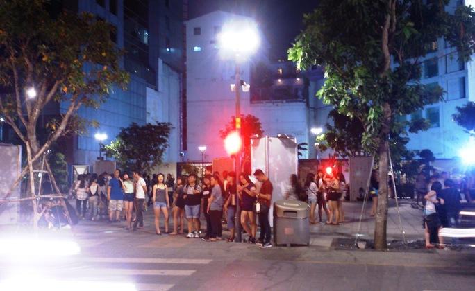 Một nhóm thanh niên theo 2 cô gái lên công an phường gây rối trật tự công cộng