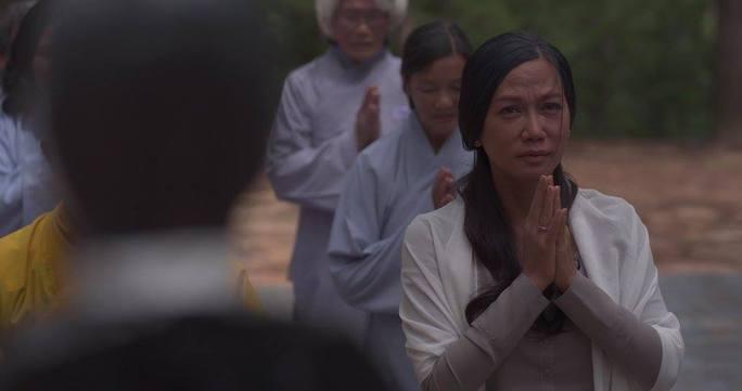 Kim Khánh trong phim Cầu vồng không sắc