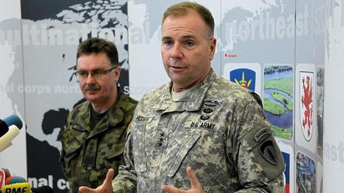 ông Ben Hodges, chỉ huy lực lượng Mỹ tại châu Âu,  ước tính khoảng 12.000 binh sĩ Nga đang hỗ trợ cho phe ly khai ở miền Đông Ukraine. Ảnh: Reuters