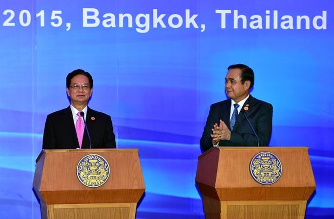 Hai Thủ tướng tại cuộc họp báo