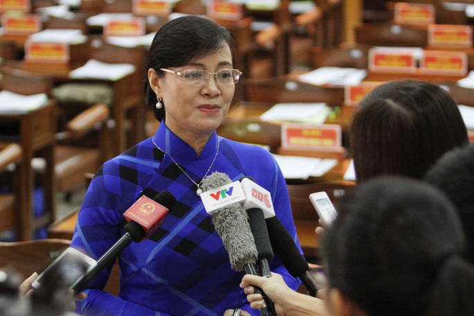 Chủ tịch HĐND TP HCM Nguyễn Thị Quyết Tâm trả lời báo chí bên lề kỳ họp thứ 18 khai mạc sáng 28-7