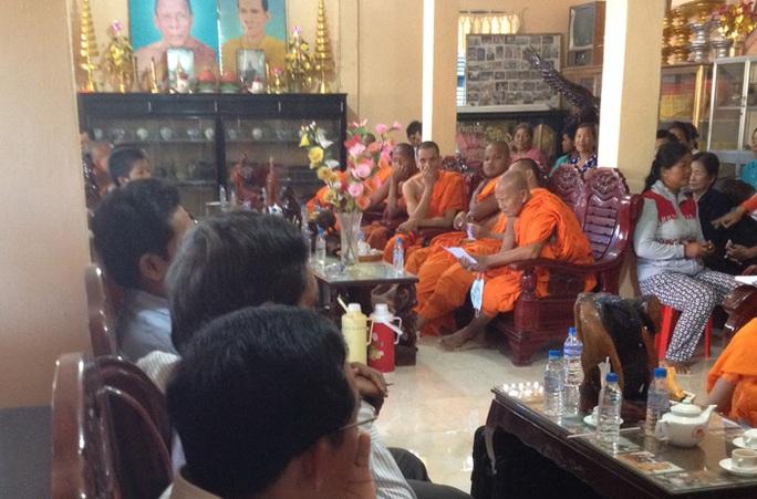 Cuộc họp hòa giải tại chùa Cà Săng đã bất thành nên chuyển sang công an xử lý. Ảnh: T.Quân