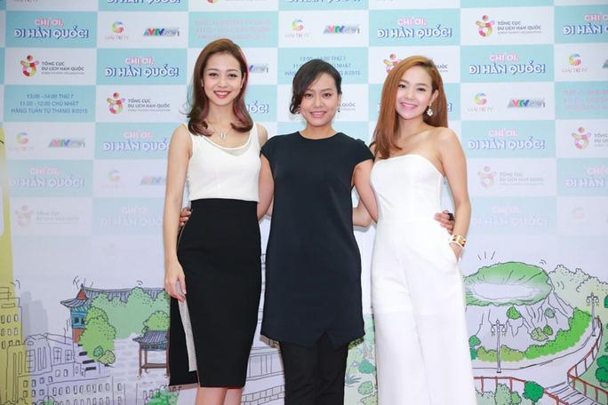 Jennifer Phạm, Hồng Ánh và Minh Hằng trong (từ trái qua) trong buổi họp báo