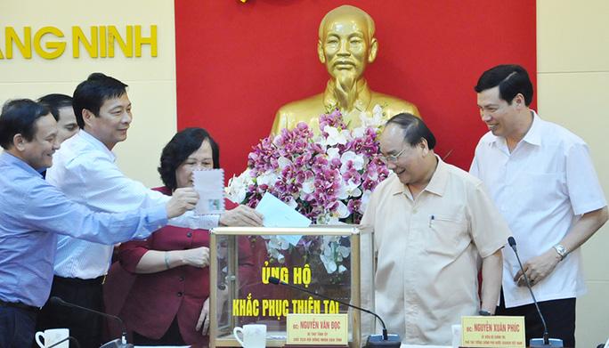 Phó Thủ tướng cùng lãnh đạo Trung ương, tỉnh ủng hộ Quảng Ninh khắc phục hậu quả mưa lụt