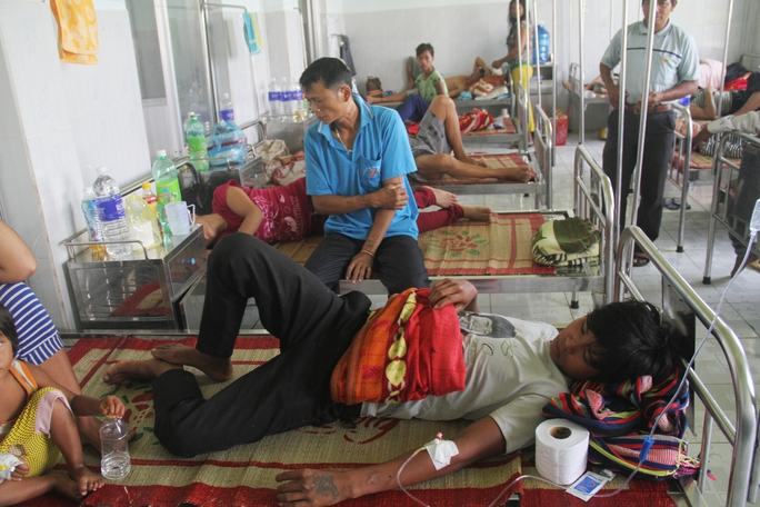 Các bệnh nhân đang được điều trị tại Trung tâm y tế huyện Phú Thiện