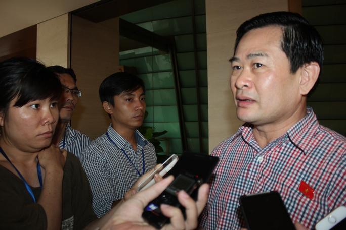 Ông Nguyễn Đình Quyền trả lời báo chí sáng 8-6 (Ảnh: Phan Anh)