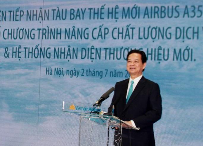 Thủ tướng Nguyễn Tấn Dũng phát biểu tại lễ tiếp nhận tàu bay thế hệ mới A350-900 XWB đầu tiên của Vietnam Airlines từ Airbus