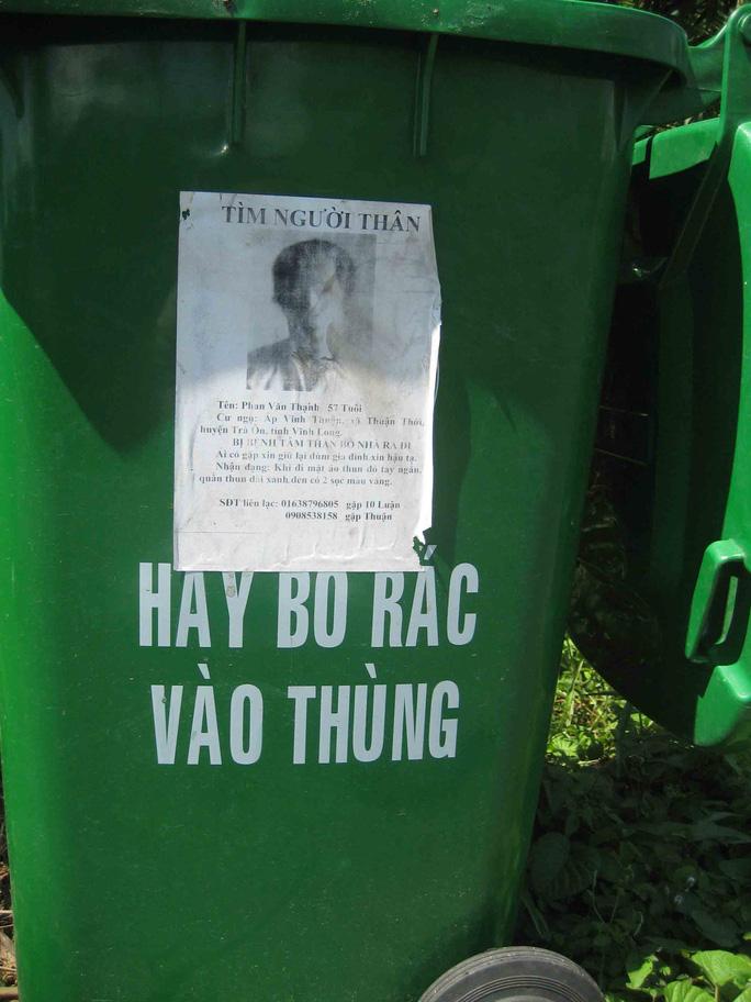 Tìm người thân, tiếp thị trên thùng rác công cộng!