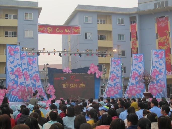 Khoảng 600 công nhân ở Khu công nghiệp Thăng Long đã đến tham dự chương trình Tết sum vầy.