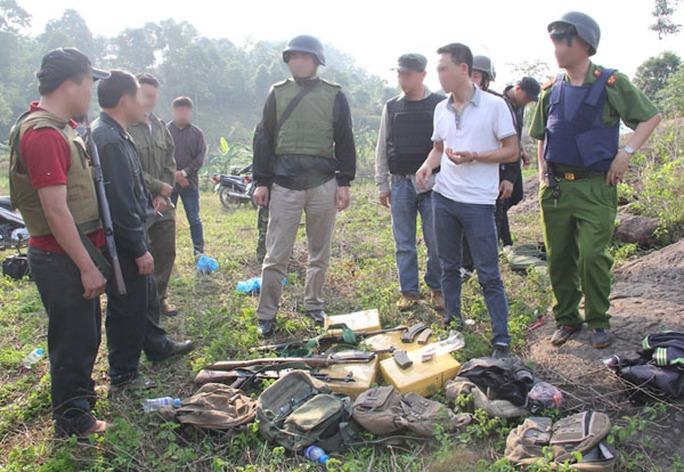 Ban Chuyên án chỉ đạo các lực lượng kiểm tra tang vật, thu thập chứng cứ tại hiện trường - Ảnh: Công an Sơn La cung cấp
