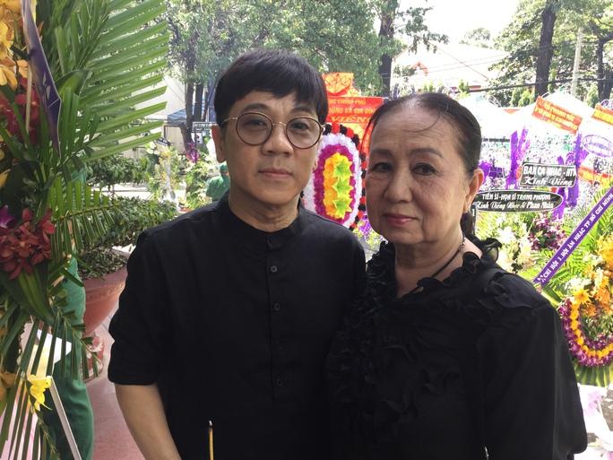 NSƯT Thành Lộc và NSƯT Hồng Vân đến viếng đám tang nhạc sĩ Phan Huỳnh Điểu