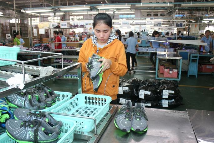 Lợi thế cạnh tranh của Việt Nam chủ yếu nằm ở lao động giá rẻ với các ngành dệt may, da giày