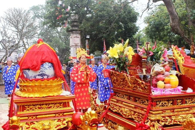 Buổi lễ diễn ra trang trọng, trang nghiêm. Đây là nghi lễ thất truyền mới được phục dựng trong mùa lễ hội năm 2014