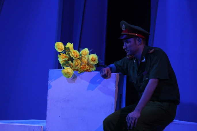 Huy Khánh trong vở Bông hồng vàng