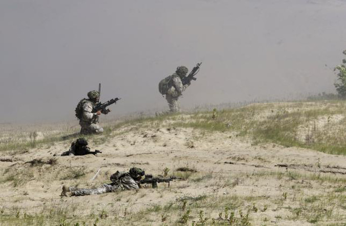 Latvias army soldiers take their positions during the multinational NATO exercise Saber Strike in Adazi, Latvia, June 11, 2015. REUTERS/Ints Kalnins