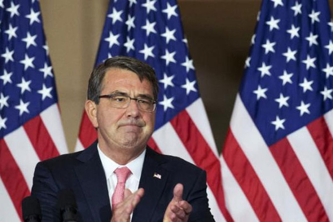 Defense Secretary Ash Carter, leads applause to thank the service members who served in Vietnam during a ceremony to commemorate the 50th anniversary of the Vietnam War on Capitol Hill, Wednesday, July 8, 2015. (AP Photo/Manuel Balce Ceneta)
