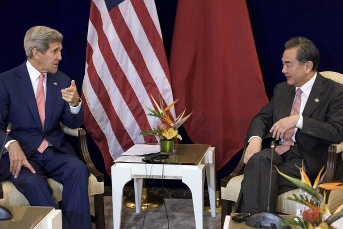 US Secretary of State John Kerry (L) and Chinas Foreign Minister Wang Yi talk before a bilateral meeting at the Putra World Trade Center August 5, 2015 in Kuala Lumpur, Malaysia.  REUTERS/Brendan Smialowski/Pool