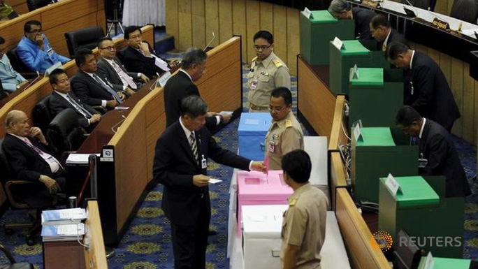 http://www.channelnewsasia.com/image/1925106/1438865891000/large16x9/768/432/nla-members-vote-on.jpg
