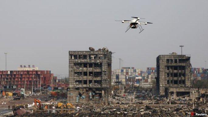 中國武警無人機查看天津爆炸現場