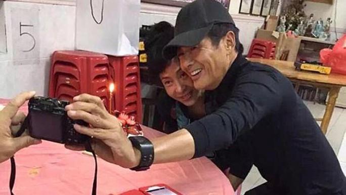 Vợ chồng Châu Nhuận Phát mừng sinh nhật giản dị
