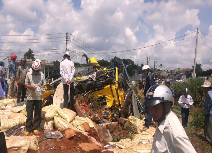 Hiện trường vụ tai nạn xe tải mất thắng trên đường Hồ Chí Minh