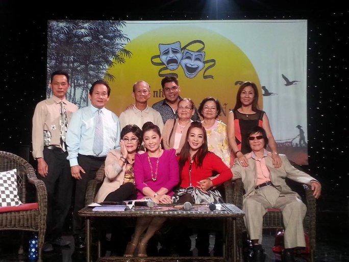NS Minh Cảnh và NSƯT Thoại Mỹ, NS Ngọc Đáng, Văn Chung trong chương trình Cổ nhạc phương Nam do NS Tuấn Châu tổ chức
