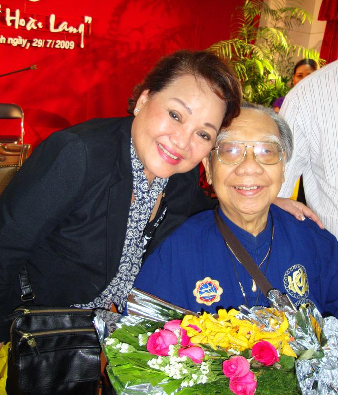 9NSND Ngọc Giàu và GSTS Trần Văn Khê tại Hội thảo 90 năm bài Dạ cổ hoài lang 2009
