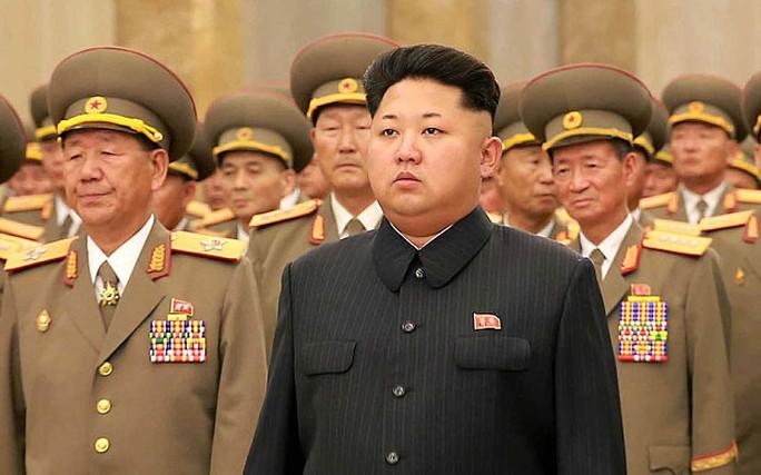 Lãnh đạo Kim Jong-un đã có chuyến thăm lăng mộ hai cố lãnh đạo Triều Tiên Kim Il-sung và Kim Jong-il ở tại Cung điện Mặt trời Kumsusan. Ảnh: Rex
